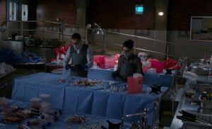 S04E04-Holmes Watson morgue