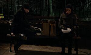 S01E21-Holmes Watson stake-out