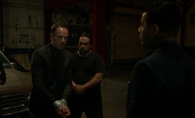 S05E02-Holmes and Mara Tres
