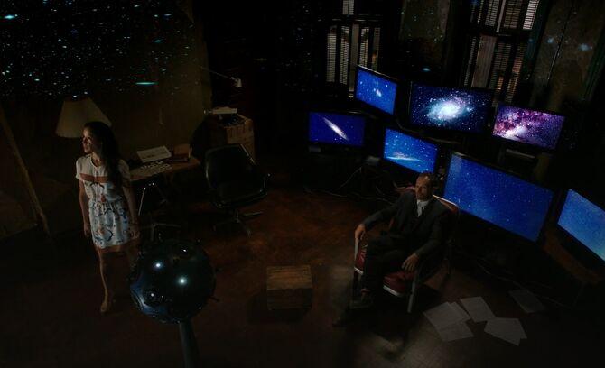 S05E04-Watson Holmes media room