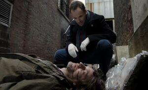 S01E13-Holmes dead McClenahan