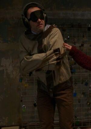 S04E13-Holmes straightjacket