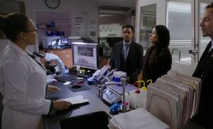 S04E20-At Zoes lab