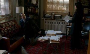 S04E13-Holmes Watson sofa safe