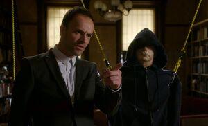 S04E08-Holmes points w dummy