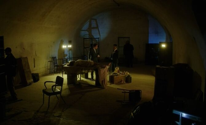 S06E10-Bell Holmes tunnel