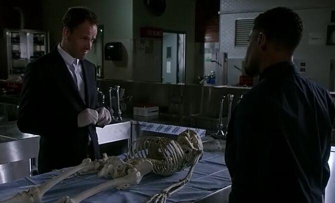 S04E04-Holmes Bell skeleton