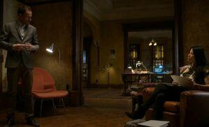S05E08-Holmes Watson bored