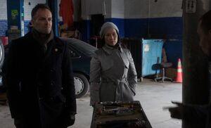 S03E16-Holmes Watson at garage