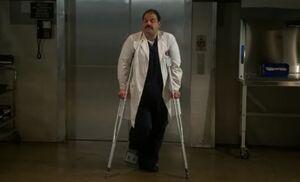 S06E01-Hawes crutches