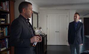 S02E16-Lestrade Holmes in hotel