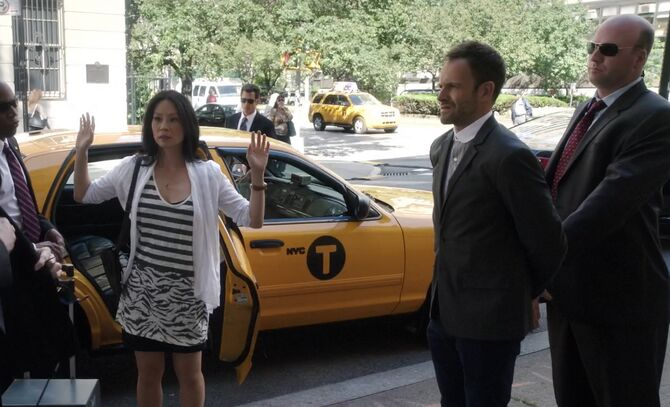 S02E03-Watson Holmes arrested