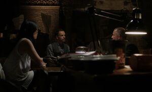 S02E01-Watson Holmes Lestrade theatre