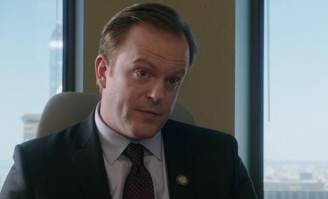 S04E24-Burke head shot