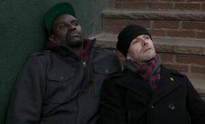 S01E16-Holmes beside corpse