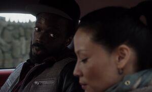 S01E18-Alfredo Watson in car