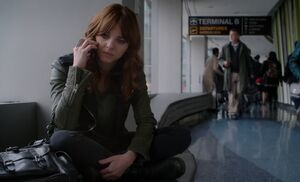 S03E12-Kitty at airport