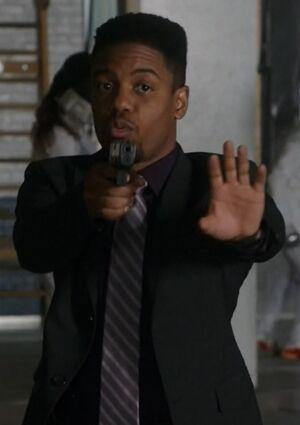 S06E10-Bell w gun