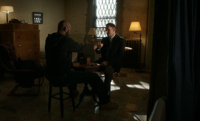 S05E10-Shinwell Holmes chess