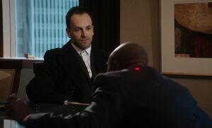 S01E21-Holmes Douglas shot