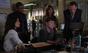S03E04-Mason discovers program