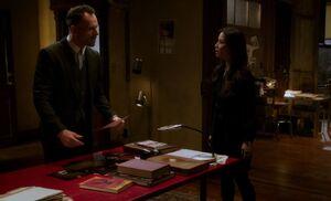 S03E22-Holmes Watson discuss Shauna