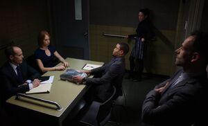 S03E15-Powell in box