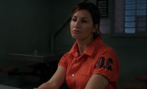 S03E14-Elana in prison