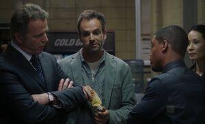 S01E02-Hallway arguement