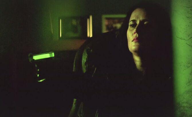 S01E02-Yvette Ellison green