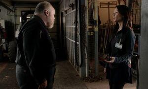 S01E07-Hemdale shed