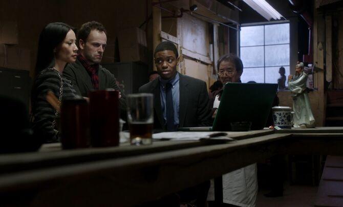 S01E09-Watson Holmes Bell gambling den
