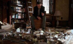 S03E22-Holmes w jail model