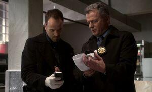 S01E24-Holmes Gregson morgue