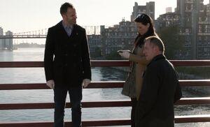 S02E09-Holmes Watson Gregson on bridge
