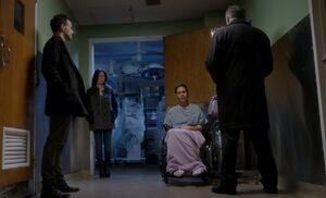 S01E14-Corridor w Patricia