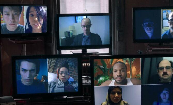 S02E24-Everyone on screens