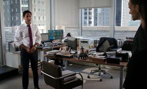 S06E04-Kapoor in office