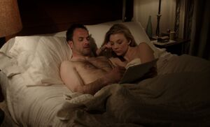 S01E23-Holmes Irene in bed