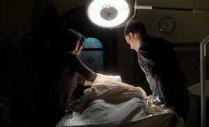 S01E21-Watson Holmes autopsy