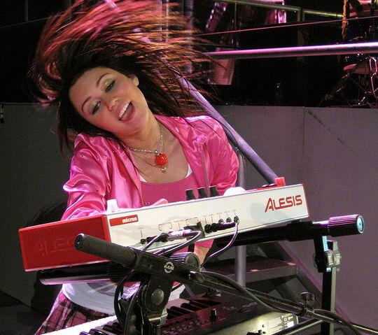File:Miley Cyrus Concert.jpg