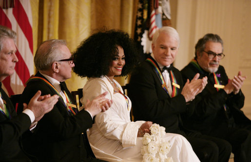 File:Diana Ross is applauded by her fellow Kennedy Center honorees.jpg