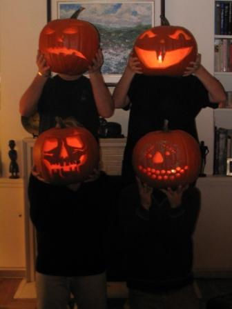 File:Pumpkin heads.jpg
