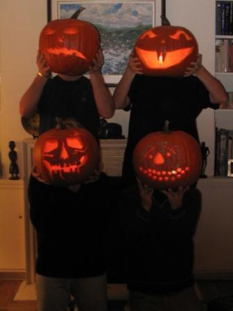 File:Pumpkin heads.jpg