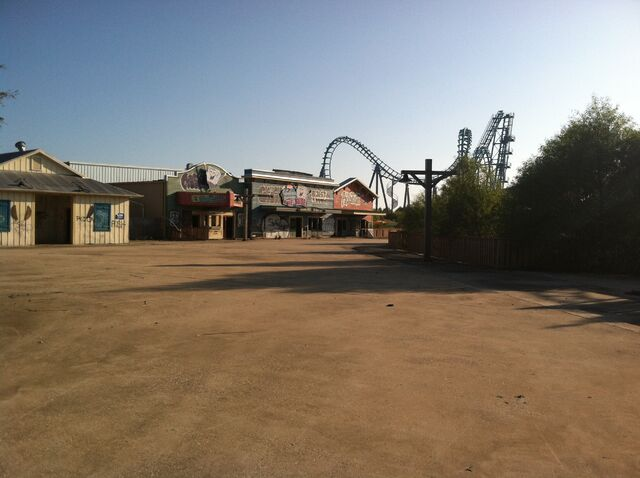 File:Path to more rides.jpg