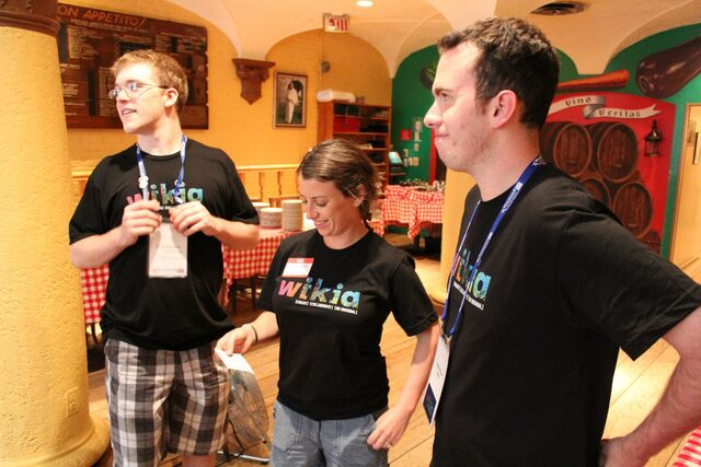 File:Wikia pizza party 5.jpg