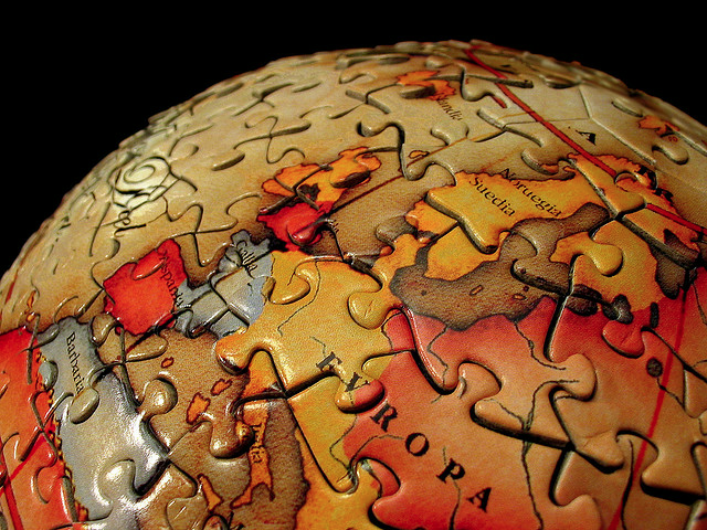 File:Puzzle globe-1.png