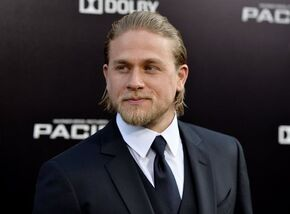 La-charlie-hunnam-50-shades-of-grey-001