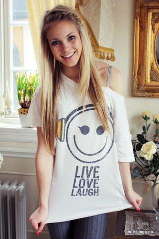 File:Beautiful-blonde-girl-hair-Favimcom-317974 large zpsacb443af.jpg