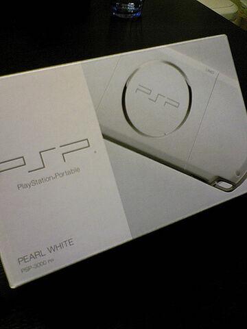 File:PSP-3000PW 箱.jpg